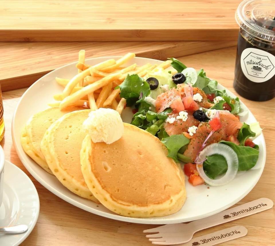 (勾当台店限定)サーモン&ブラックオリーブサラダパンケーキ