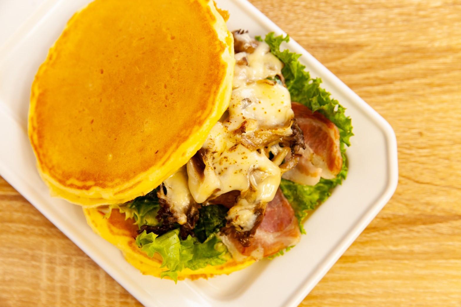 舞茸チーズ&ベーコンパンケーキ